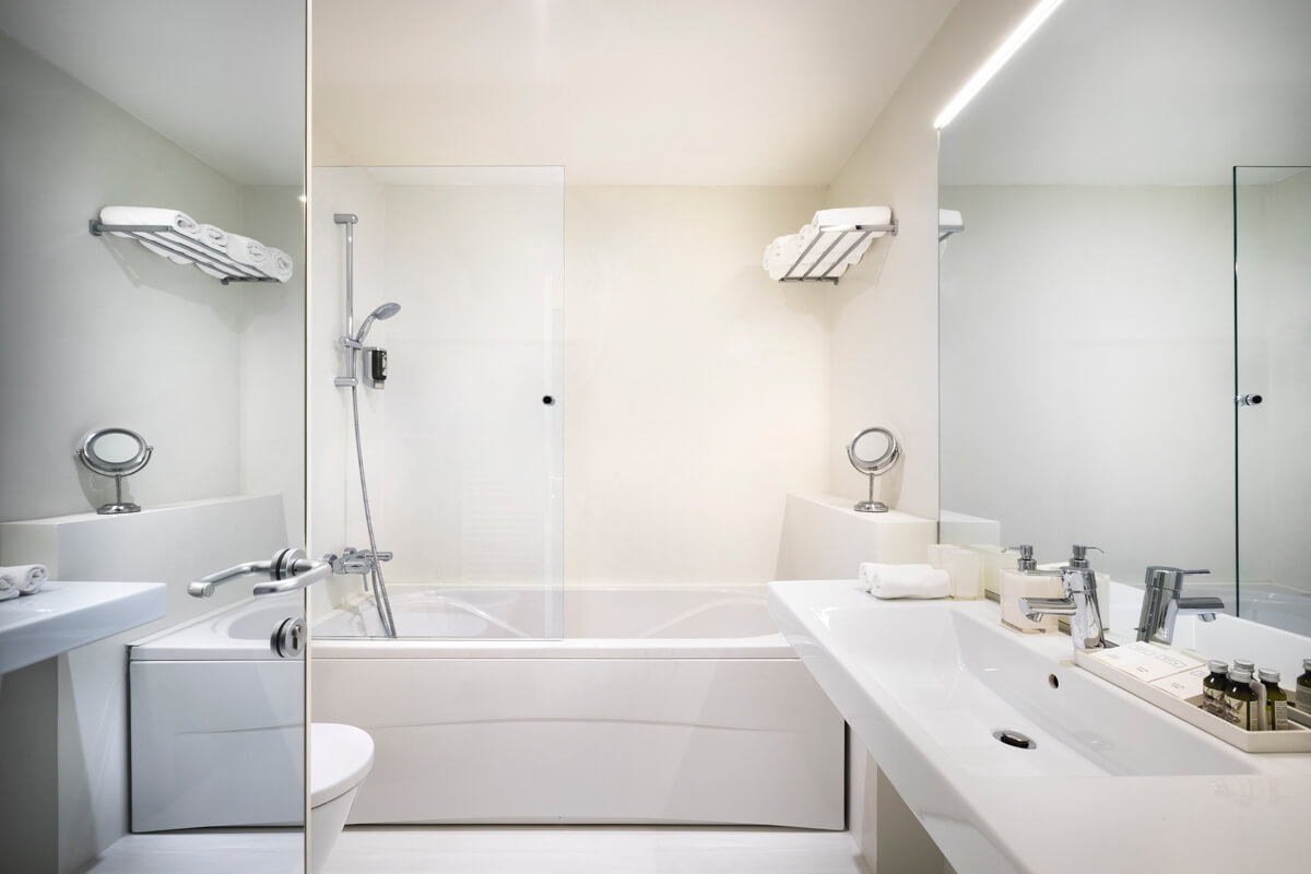 Rivalmare boutique hotel northistria for Best boutique hotel bathrooms